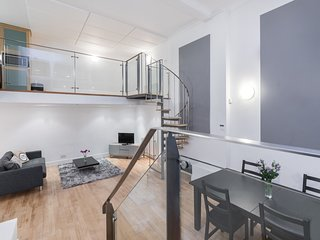 Berners House. Amazing triplex apt in central London close to Oxford Street