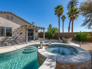 Indio Desert Oasis, Gated Community, Saltwater Pool/Spa, Outdoor Firepit, Walk t