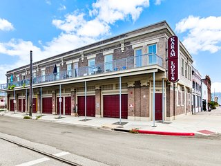 NEW LISTING! Luxury loft on Galveston's Historic Strand - dogs welcome!