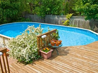 Adorable New Hampton Cottage w Pool short drive to beach and Village