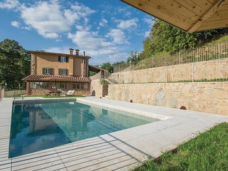 Awesome home in Pescia w/ Outdoor swimming pool, 5 Bedrooms and Outdoor swimming