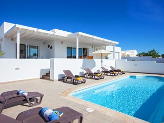 3 bedroom Villa with Pool, Air Con and WiFi - 5817424