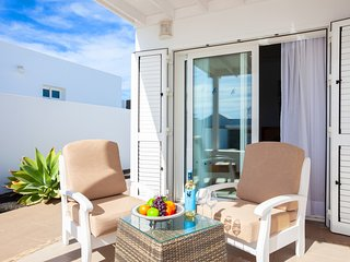Puerto Calero Villa Sleeps 6 with Pool and Air Con - 5817424