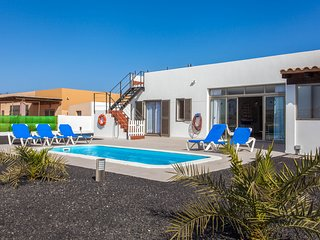 3 bedroom Villa with Pool and WiFi - 5817627