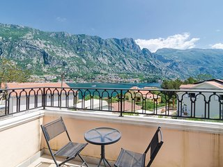 Stunning home in Prcanj w/ WiFi and 1 Bedrooms (MNK036)