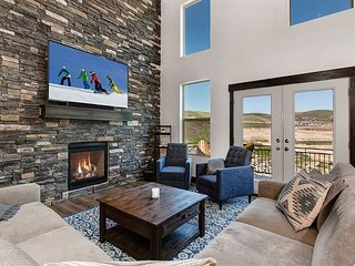 Luxe New-Build w/ Private Hot Tub & Garage - Near Ski Resorts & State Park