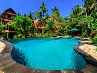 6 BR Stunning Luxury Private Villa with Pool and Breakfast