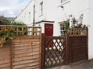 Stylish 2 bedroom home in Canterbury with parking