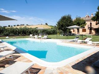 Villa Pedossa, Il Grano, stylish apt. in typical country Villa with pool&Jacuzzi