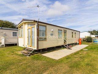 Luxury 6 berth caravan for hire by the beach in Norfolk ref 50026H