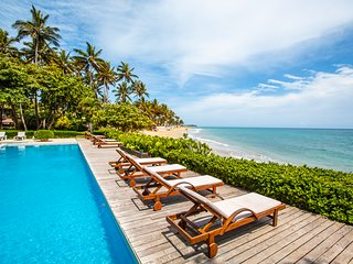 Luxury Oceanfront Kite Beach Condo