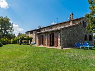 6 Bedrooms Umbrian farmhouse