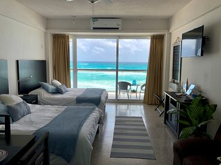 Beachfront Studio - Perfect Views and Location!