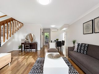 Private Townhouse in Macquarie Park near University
