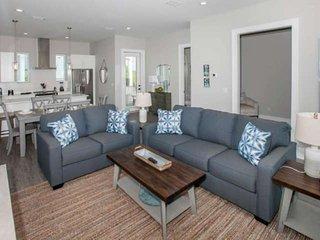 Brand New Cottage | Seasonally heated outdoor pool | Walk to the Hangout | Wifi
