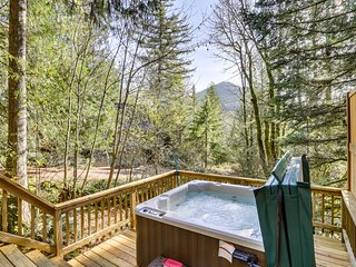 Unique dog-friendly mountain home w/ hot tub & sauna! Only 6 min. to town!