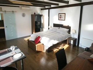 The Stables - Quality apartment near Cambridge