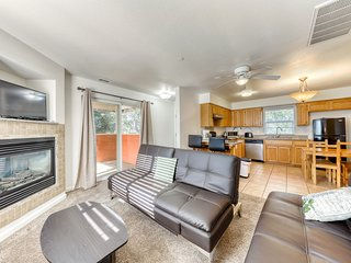 Updated dog-friendly condo w/ fireplace plus shared pool, tennis courts, & golf!