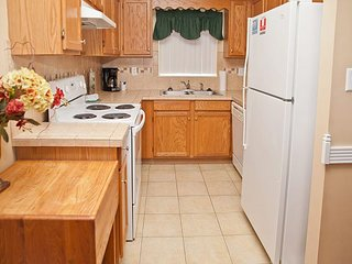 3 BR/Sleeps 8,City View, Walk to D'town, Affordable and Indoor Pool OPEN