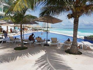 CLUB ZONE BEACHFRONT APARTMENT IN OCEAN DREAM HOTEL (GIRASOL) 2 POOLS, BEACH