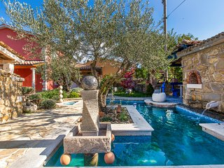 Stunning home in Izola w/ Outdoor swimming pool, Jacuzzi and 5 Bedrooms