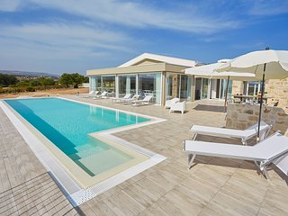 4 bedroom Villa with Pool, Air Con and WiFi - 5817795