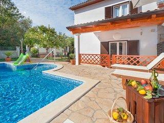 Veli Turini Holiday Home Sleeps 7 with Pool Air Con and Free WiFi - 5039584
