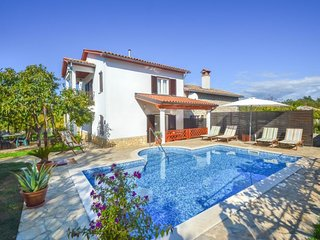 3 bedroom Villa with Pool, Air Con, WiFi and Walk to Shops - 5039584
