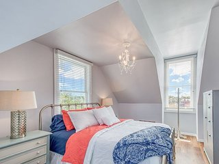 Chic Suite in Beautifully Updated Victorian Home - Walk to Downtown