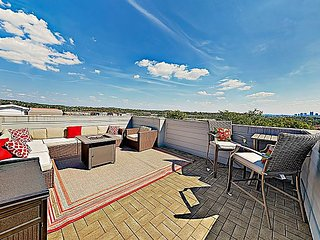 Brand-New Home w/ Rooftop Deck & Fire Pit - Minutes to Downtown Nashville