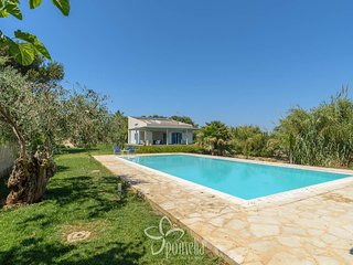 4 bedroom Villa with Air Con, WiFi and Walk to Beach & Shops - 5817933