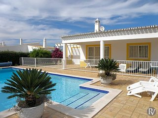 Guia Villa Sleeps 6 with Pool Air Con and WiFi - 5433010