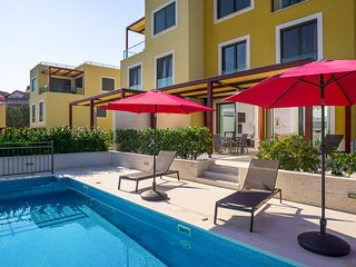 Slatine Villa Sleeps 12 with Pool and Air Con - 5817778