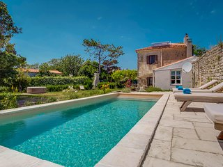 Amazing home in Osor w/ Outdoor swimming pool, Jacuzzi and 3 Bedrooms