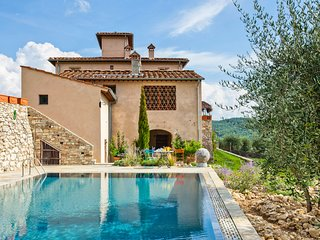 8 bedroom Villa with Pool and WiFi - 5049027