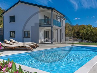 Awesome home in Imotski w/ Outdoor swimming pool and 4 Bedrooms (CDC380)