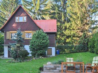 Awesome home in Chvalcov w/ 2 Bedrooms
