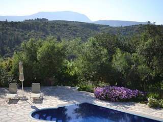 Villa with Private pool, Stunning Sea & Mountain Views - free wifi  & air con