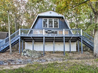 NEW! Cabin Near Beaver Lake w/Community Amenities!