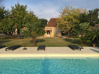 Country house with pool set in  3 hectares of gardens 10 minutes from Bergerac