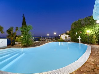 VILLA BIANCA Amalfi Coast with private pool, sea view, free parking