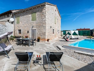 Beautiful home in Svetvincenat w/ WiFi and 2 Bedrooms (CIC405)