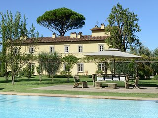 Stunning Tuscan Villa and Spa in hills near Lucca