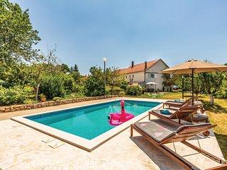 Beautiful home in Vinjani Gornji w/ WiFi and 3 Bedrooms