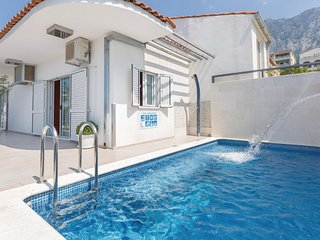 Nice home in Makarska w/ WiFi and 4 Bedrooms (CDE850)