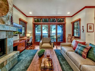 Stunning Lakefront 3BR/3BA - Amazing Views, Pool, Hot Tub, BBQ, Walk to Gondola