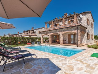 Stunning home in Cabrunici w/ WiFi and 4 Bedrooms
