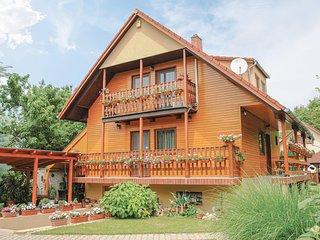 Beautiful home in Siófok-Szabadifürdö w/ Sauna, WiFi and 3 Bedrooms