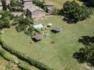 Agriturismo La Villa - Chesnut & Olive Tree House