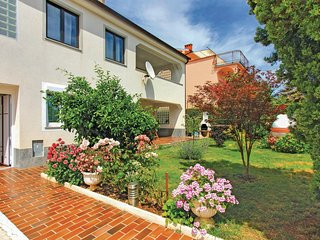 Nice home in Medulin with 5 Bedrooms (CIM187)